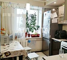 Предлагается 2-комнатная квартира на Бочарова.