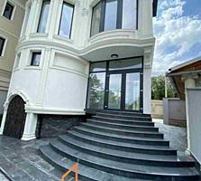 Vă propunem acest Townhouse în 4 nivele cu suprafața totală de 285 ...