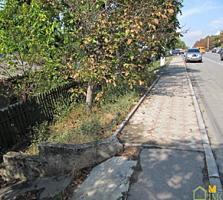 9 соток, ультра-центральная улица Александру чел Бун, г. Яловены