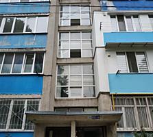 Spre vinzare apartament cu 2 odai amplasat in secotrul Buiucani! ...