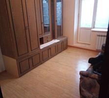 Срочно продам 1 комнатную квартиру с двумя балконами, первый этаж.