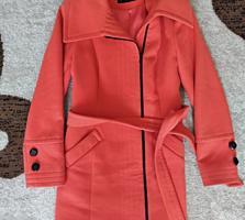 Продам два женских пальто