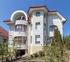 Se vinde casă superbă, amplasată în or. Codru! Casa este amplasată ...