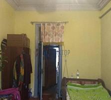 №4390. . . Продаётся 5-комнатная квартира на ул. ...
