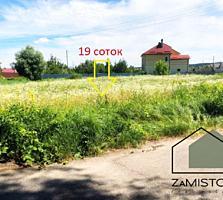 Продаж ділянки 19 соток. Село Гнідин. Центр. Фасад ділянки 38 метрів.