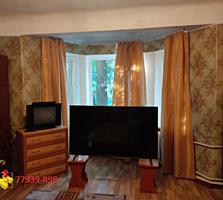 Продается просторная 3-комнатная сталинка.