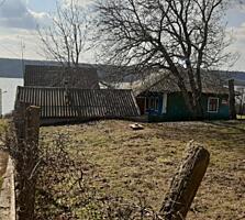 Продаю домик на участке в 13 соток, первая линия от Днестра