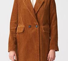Продам демисезонное пальто 500р