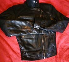 Две фирменные кожаные куртки по символической цене. В отличном состоян