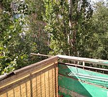 1-комнатная Кировский- баня 3/5 с балконом не угловая не общежитие.