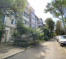 Riscanovca, 2 camere, M. Basarab, balcon mare la camera si bucatarie!