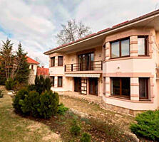 Se vinde casa de lux cu 2 nivele in sectorul Centru, sector privat. ..