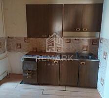Se vinde apartament cu 3 camere seria 143, amplasat în sect. ...