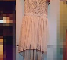 Срочно продам белое платье Цена договорная 077746625 Одето два раза