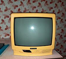 Продам цветной телевизор с пультом.