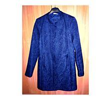 Лёгкое пальто из жаккардовой ткани. Размер ХS