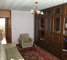 2 ком. Гвардейская 4/5 с кухней 10 м2,жилая с мебелью.