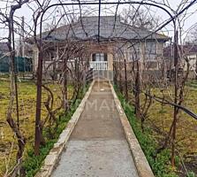 Se vinde casă, în Cojușna! Centru! Casa este amplasată pe un teren ...