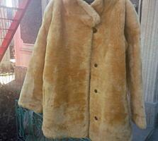 Женские вещи (куртки, платья, костюмы).