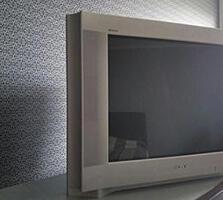 Продаю телевизор Sony Trinitron с диагональю экрана 72 см, 599 руб.
