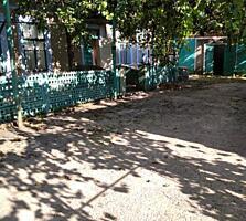 Дом на Ближнем Хуторе + жилая времянка, гараж, подвал, двор, 10 соток