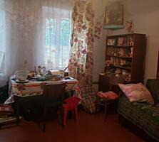 Продам дом в центре, район парка Победы.