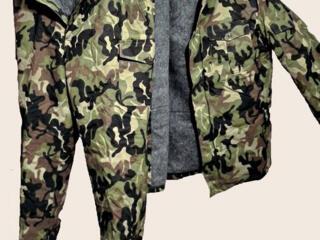 Армейский бушлат-куртка и брюки камуфлированные.