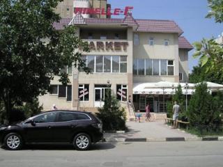 Продается 4-этажное коммерческое здание в г. Унгены