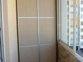 Шкафы встроенные на балкон + двери-купе