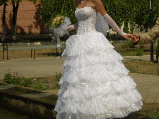 Продаю нежное свадебное платье ракушка.