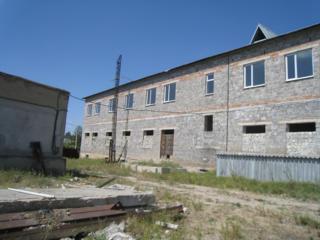 Здание-1874 кв. м. Участок 88 соток. Рядом с таможней.