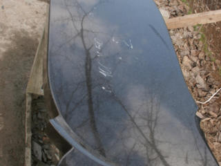 Monumente din granit la pret de 5000. 1 metru + tumba