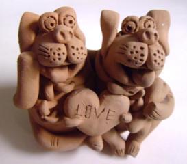 Смешной символ любви в глине - подарите своим близким!