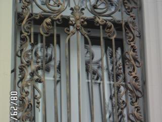 Решетки, перила, навесы, заборы, лестницы и др. изделия из металла.