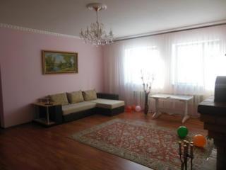 Apartament bun, mobilat, este toate conditiile
