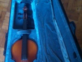Скрипки новые, чехол, черная и коричн.