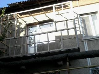 Балконы под ключ, новый металлический каркас металические двери