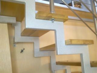 Лестницы из дерева для дома и дачи