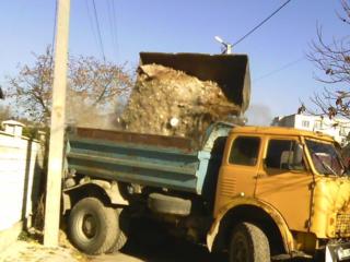 Бельцы. Вывоз мусора хлама доставка чернозема снос домов бетоновырубка