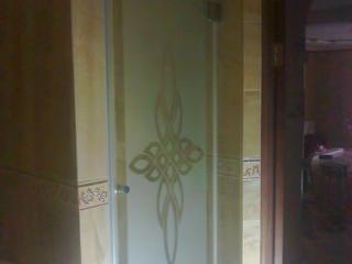 Душевые двери из закаленного стекла, изготовление и монтаж