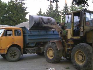 Бельцы. Вывоз мусора-хлама доставка чернозема снос домов бетоновырубка