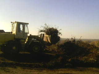 Бельцы. Снос домов. Вывоз мусора резка бетона доставка чернозема глины