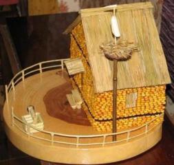 Домик из кукурузы украсит ваш интерьер.