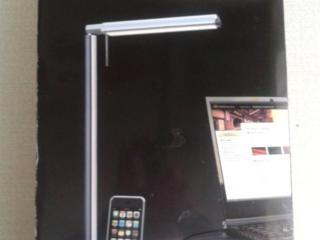 Настольная лампа с зарядным устройством.