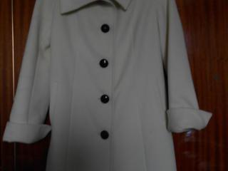Пальто демисезонное новое размер 44-500лей