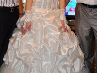 Продается недорого красивое свадебное платье.
