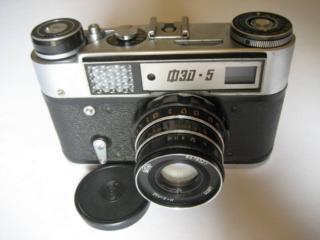 Фотоаппарат ФЭД-5 с комплектом оборудования для производства фото.