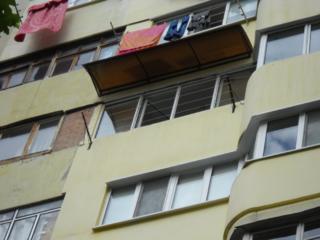 Бельцы. Крыши козырьки отливы для балкона лоджии бельевые кронштейны.