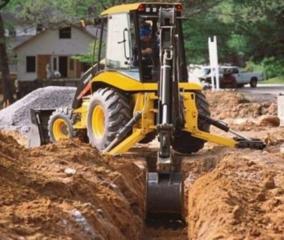 Бельцы. Копаем вручную экскаватором траншеи водопровод, канализация