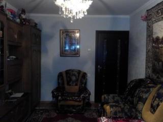 Мирча чел Бэтрын.. 3-комн., середина.. 41500Е.